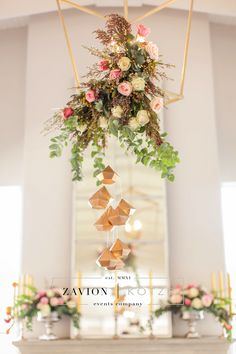 Stunning wedding table, black, white, geometric, gold, roses, tulips, wood tables, silver, navy blue, asymmetric flowers, wedding flowers and decor décor, tulip wedding. white wedding. Best wedding ever, wedding day, bride, happy bride. hanging arrangement, suspended arrangement.