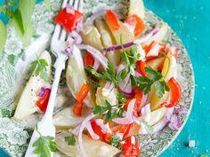 Salade de pommes de terre et poivrons rôtis Caprese Salad, Pasta Salad, Ethnic Recipes, Food, Al Dente, Zucchini, Eggplant, Apples, Kitchens