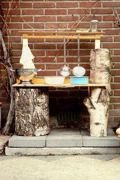 Buitenspeelkeuken: Maak een mud pie kitchen   Kiind Magazine