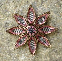 beading pattern pendant tutorial / pattern by beadsbyvezsuzsi