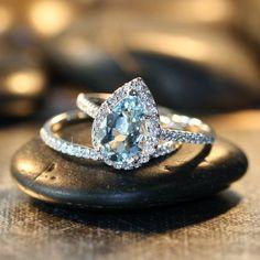 Petite Diamond Aquamarine Wedding Ring Set in 14k White Gold, 10x7mm Pear Aquamarine Engagement Ring and Skinny Diamond Band