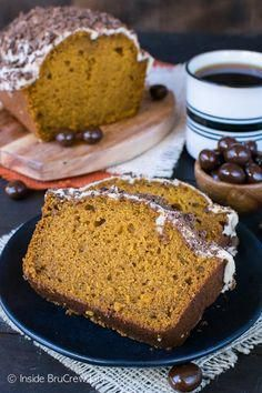 Pumpkin Spice Latte Bread - a coffee glaze and chocolate covered coffee beans makes this a must make pumpkin bread recipe for fall! Pumpkin Spice Latte Bread - a coffee glaze and chocolate covered coffee beans makes this a must Pumpkin Chocolate Chip Bread, Pumpkin Bread, Gourmet Recipes, Bread Recipes, Gourmet Foods, Chocolate Covered Espresso Beans, Bark Recipe, Fall Baking, Pumpkin Spice Latte