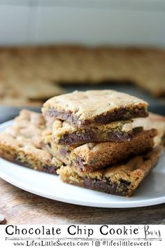 These Chocolate Chip Cookie Bars are based on the classic, Toll House Chocolate Chip Cookie recipe, they are chewy, moist, buttery with a hint of saltiness. They are easy to make in a 10x15 inch jelly roll pan, making them quicker to make than rolling out individual cookies. #chocolate #chocolatechipcookiebars #bars #dessert #sweet #recipe Chip Cookie Recipe, Cookie Recipes, Dessert Recipes, Sweets Recipe, Dessert Ideas, Dinner Recipes, Easy Peanut Sauce, Chocolate Chip Cookie Bars, Valentine Desserts