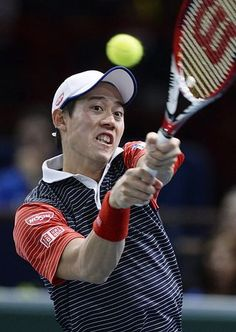 シングルス3回戦でリターンを放つ錦織圭=30日、パリ(AFP=時事) ▼31Oct2014時事通信|錦織、冷や汗の1勝=最後は相手がミス-男子テニス http://www.jiji.com/jc/zc?k=201410/2014103100193 #Kei_Nishikori