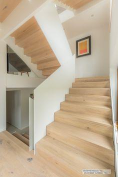 Treppe mit Stahl Wangen ! Kombiniert mit Holz