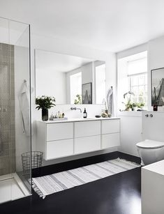 Modern Home Decor Interior Design Large Bathrooms, Amazing Bathrooms, Custom Bathroom Cabinets, Bathroom Vanities, Gravity Home, Minimalist Home, Bathroom Inspiration, Modern Interior Design, Cheap Home Decor