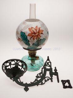 1199: BRADLEY & HUBBARD NO. 446 CAST IRON BRACKET LAMP : Lot 1199