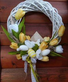 Celebrate Easter by hanging a beautiful handmade wreath on your front door. From cute bunnies, to beautiful flowers and colorful eggs, you'll surely find a DIY wreath perfect for your home Easter Flower Arrangements, Easter Flowers, Floral Arrangements, Diy Fall Wreath, Summer Wreath, Spring Wreaths, Easter Wreaths, Christmas Wreaths, Wreaths For Front Door