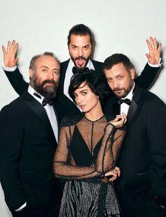 Los actores Tuba Büyüküstün, Mehmet Günsür, Nejat İşler y Halit Ergenç son fotografiados en elegancia absoluta por Emre Güven