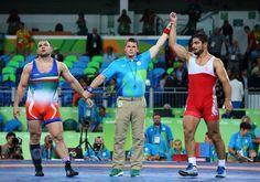 RİO'DAN ALTIN MADALYA ''TAHA AKGÜL''.... 2016 Rio Olimpiyat Oyunları'nda erkekler serbest stil 125 kiloda milli güreşçi Taha Akgül, finalde iranlı Nemat Komeil Ghasemi'yi yenerek altın madalyanın sahibi oldu. Akgül, mücadele sonunda büyük sevinç yaşadı.