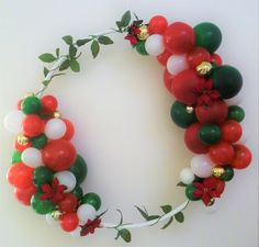 Christmas photo prop Balloon frame garland wreath hula hoop diy kit red green gold greenery do it yo Christmas Photo Props, Christmas Balloons, Christmas Photos, Christmas Diy, Christmas Wreaths, Christmas Decorations, Holiday, Custom Balloons, White Balloons