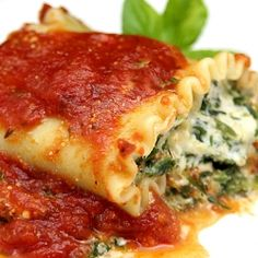 Spinach Lasagna Roll Ups With A Slow Simmered Meat Sauce Recipe ...