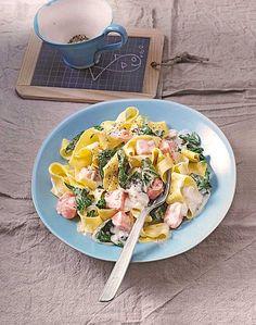 Bandnudeln mit frischem Spinat und Lachs, ein schönes Rezept aus der Kategorie Fisch. Bewertungen: 89. Durchschnitt: Ø 4,5.