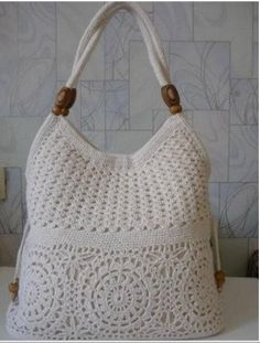 Crochetpedia: Lots of Crochet Purse Patterns and mobile purse patterns! Crochetpedia: Lots of Crochet Purse Patterns and mobile purse patterns! Record of Knitting Yarn spinning, weaving and st. Crochet Handbags, Crochet Purses, Crochet Bags, Crochet Pouch, Knit Or Crochet, Crochet Crafts, Learn Crochet, Crochet Woman, Irish Crochet