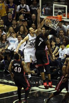 Manu Ginobili with the huge crush all over Chris Bosh in Game 5 of the NBA Finals. Cyo Basketball, Pitt Basketball, Basketball Finals, Basketball News, Basketball Legends, Basketball Uniforms, Basketball Shoes, Basketball Players, 2014 Nba Finals
