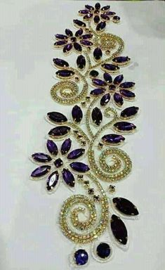 Embroidery Flowers Pattern, Hand Embroidery Stitches, Hand Embroidery Designs, Beaded Embroidery, Flower Patterns, Embroidery Suits Design, Creative Embroidery, Flip Flop Craft, Pearl Decorations