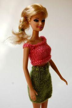 the geeky knitter: barbie pencil skirt – free knitting pattern - Knitting Patterns Barbie Knitting Patterns, Knitted Doll Patterns, Knitting Dolls Clothes, Knitted Dolls, Sewing Patterns, Barbie Clothes Patterns, Crochet Barbie Clothes, Doll Clothes Barbie, Barbie Dress