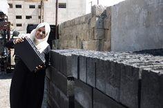 Ingenieras de Gaza, convierten escombros en bloques de hormigón