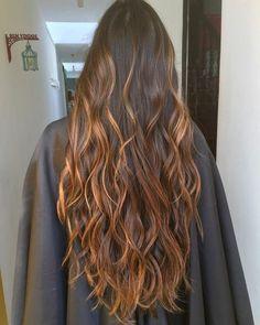 Lighted brunette hair Morena iluminada hair - Unique World Of Hairs Brown Hair Balayage, Hair Highlights, Caramel Highlights, Rainbow Highlights, Front Hair Styles, Curly Hair Styles, Hair Front, Beautiful Long Hair, Gorgeous Hair
