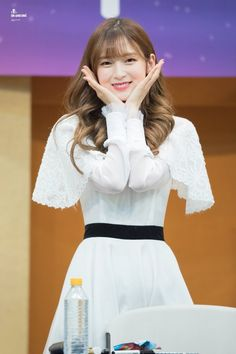 Kpop Girl Groups, Korean Girl Groups, Kpop Girls, Arin Oh My Girl, Girls Secrets, Kpop Girl Bands, Pin Pics, Stage Outfits, Pink Aesthetic