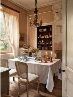 French Romance Through A Poetic Setting Of Antiques And Shabby Chic Furniture 15 French Country Cottage, French Farmhouse, French Country Style, Dining Room Furniture, Cheap Furniture, Discount Furniture, Shabby Chic Furniture, Dining Decor, French Chic