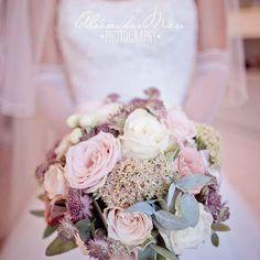 sartoria_florealeSatisfaction     #bouquet #wedding #weddingday #picoftheday #love #happiness #rose #grass #white #pink #bride #weddingphotography # dreaming #flower #floraldesign #flowerpower #sartoriafloreale @lix3000