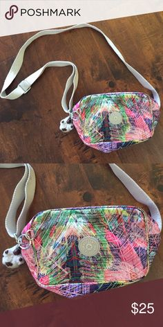 NWOT Kipling purse Only avail to 9/19. Palm printed! Kipling Bags Crossbody Bags