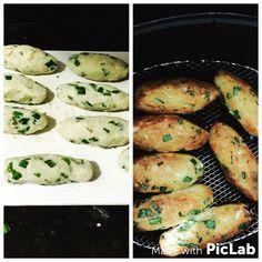 """Otimo pro pré, pós treino!!   """"1kg da batata doce cozida e amassada (tipo purê), 1,3kg de frango já cozido, temperado e desfiado, cebola, cebolinha, um pouquinho de sal. Mistura tudo e molda quando estiver frio, coloca pra """"fritar"""" na Airfryer uma pequena porção por 15 a 20 min a 200 graus. Tá pronto!"""""""