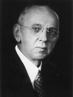 """91-100: Edgar Cayce (1877-1945), """"I Can See the Human Aura!"""": This is a reprint of Cayce's posthumous 1945 pamphlet on auras, a field of colorful radiation surrounding humans that allows him to diagnose their health and well-being."""