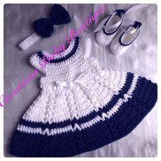 He encontrado este interesante anuncio de Etsy en https://www.etsy.com/es/listing/220381652/baby-girl-dress-set-headband-shoes-and