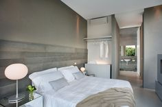 Pomysł na ścianę w sypialni: efekt betonu  - zdjęcie numer 1
