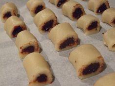 Cornulete - In tava Croissant, Sushi, Baking, Ethnic Recipes, Desserts, Food, Pies, Sweets, Tailgate Desserts
