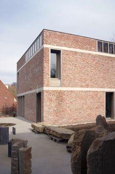 House and workshop for an artist, Belgium Brick Architecture, Architecture Magazines, Architecture Details, Brick Design, Facade Design, Exterior Design, Brick Cladding, Brickwork, Brick Building