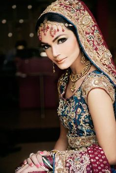 Henna anyone? love this entire look :)