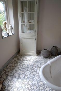 Love the tiles Bathroom Floor Tiles, Bathroom Kids, Hastings House, Retro Bathrooms, Downstairs Toilet, Toilet Design, House Tiles, Portuguese Tiles, Blue Rooms