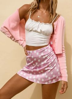 Girly Girl Outfits, Mode Outfits, Retro Outfits, Girly Outfits, Cute Casual Outfits, Stylish Outfits, Pink Top Outfit, Girly Girls, Look Fashion