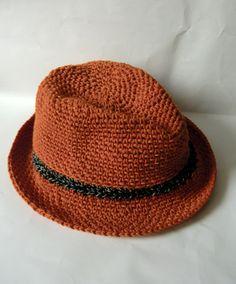 Häkel-Hut aus orangefarbenem Baumwollgarn