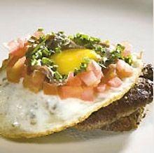Prøv denne smukke og elegante ret her i efteråret Danish Beer, Danish Food, Open Faced Sandwich, Sandwiches For Lunch, Eat Smart, Baked Potato, Ethnic Recipes, Burgers, Denmark
