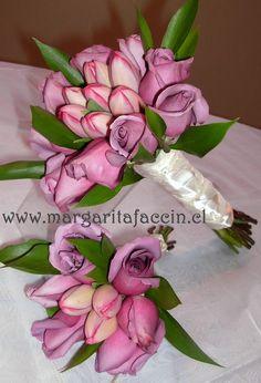 rosas lila con tulipan fuccia