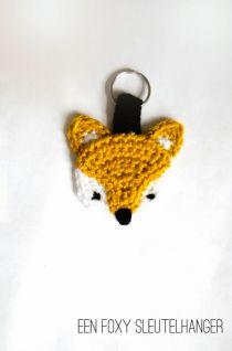 Miza Vanila: Het vosjespatroon(not in english) Crochet Fox, Crochet Gifts, Cute Crochet, Crochet Motif, Crochet Animals, Crochet Hooks, Crochet Patterns, Fox Crafts, Yarn Crafts