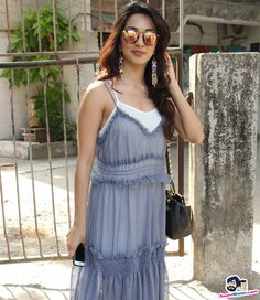 Kiara Advani snapped at Bandra Picture Gallery image # 357465 at Stars Spotted 2017 containing well categorized pictures,photos,pics and images. Bollywood Dress, Bollywood Girls, Bollywood Fashion, Indian Celebrities, Bollywood Celebrities, Most Beautiful Indian Actress, Beautiful Actresses, Kaira Advani, Kiara Advani Hot