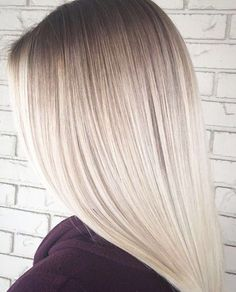 Icy blonde hair color with dark roots inspiring ladies blonde roots, da White Ombre Hair, White Blonde Hair, Icy Blonde, Platinum Blonde Hair, Ombre Hair Color, Silver Blonde, Dark Roots Blonde Hair, Balayage Hair, Hair Trends