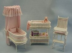 miniature dollhouse This 3 piece set is handmade by Gail Domiano for the one inch scale dollhouse. It includes a wicker bassinette which has a canopy dressed in pink batiste and tr Miniature Dollhouse Furniture, Miniature Rooms, Miniature Houses, Diy Dollhouse, Dollhouse Miniatures, Barbie Bebe, Diy Barbie Furniture, Pink Towels, Doll Home
