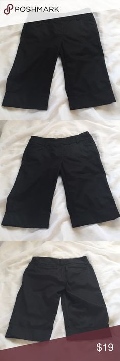 """Lenard cuffed dress shorts, size 2 Black cuffed Bermuda style dress shorts by Kenar. 62% cotton, 35% poly and 3% spandex. Wide waistband with belt loops, back pockets, and cuffed gems are features. Size 2, with 30"""" waist, 8.5"""" rise and 14"""" inseam. 🦊 I do not model. Please use measurements provided and ask all questions prior to purchase. I want happy customers. 😊 Kenar Shorts Bermudas"""