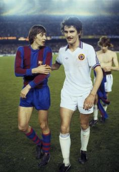 Barcelona 2 v Aston Villa (Barcelona win on aggregate). Aston Villa's John Gregory, right, with Barcelona captain Johan Cruyff at the end of the match at the Nou Camp Stadium. Fc Barcelona, Ballon D'or, Football Soccer, Football Players, Legends Football, Retro Football, Vintage Football, Soccer Cleats, Aston Villa Fc