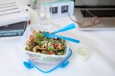 Healthy work salads with homemade dressing don't have to be a schlepp with Sistema at your side. This quinoa salad is a breeze to make and oh so tasty. Snacks For Work, Healthy Work Snacks, Healthy Eating, Healthy Food, Chef Recipes, Salad Recipes, Healthy Recipes, List Of Salads, Prepped Lunches