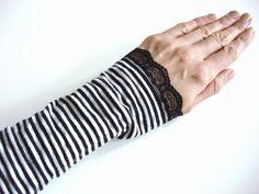 Armstulpen gestreift schwarz weiß von lucylique - Mode und Accessoires made in Leipzig auf DaWanda.com