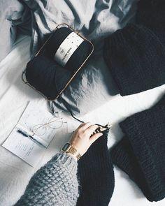 Adlibris on meille jokaiselle varmasti tuttu kirjakauppana mutta tiesitkö että sieltä saa myös lankoja? Mun villapaidat on neulottu #adlibrislangat ja niistä on muodostunut mun suosikkeja!  Felting wool on täydellinen paksuihin villapaitoihin ja nopea neulottava sen vuoksi uusin projekti on ihan just valmis!  #kaupallinenyhteistyö #sponsoredpost #adlibrisfi #adlibris #adlibrisfeltingwool . . . . . . . . #fashionstatement #knittingpattern #knitting_inspire #neulominen #chunkyknits #bigknits…