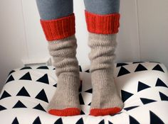 thick winter socks (by wikstenmade) Cosy Socks, Warm Socks, Thick Socks, Knitting Socks, Hand Knitting, Knit Socks, Knit Slippers, Women's Socks, Knitting Needles