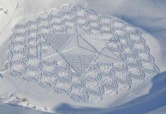 他走過的路會留下美麗的雪花痕跡
